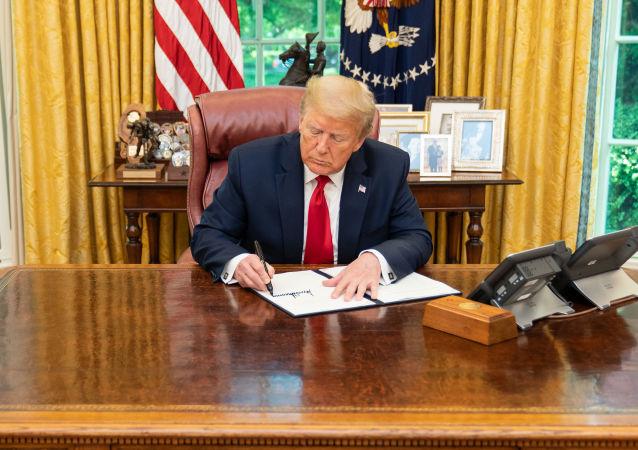 特朗普簽署延長政府工作一周的臨時預算