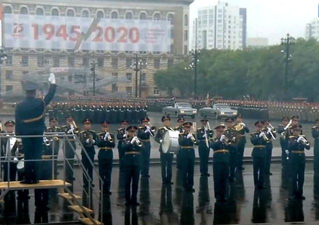 慶祝勝利週年紀念日的哈巴羅夫斯克衛戍區軍隊閱兵在哈巴羅夫斯克舉行