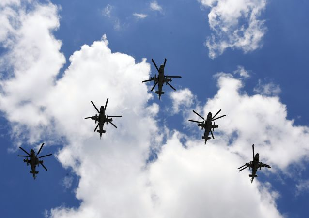"""俄20架直升机按照""""高加索-2020""""演习计划在阿斯特拉罕州靶场空袭假想敌"""