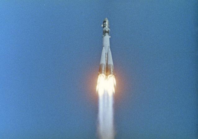 1961年4月12日,加加林乘坐「東方」號飛船進行了首次載人太空飛行