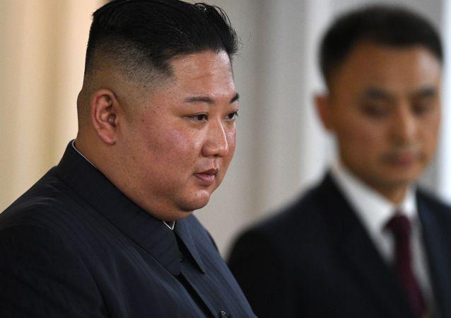 朝鮮最高領導人金正日和金正恩的紀念碑在符拉迪沃斯托克開幕