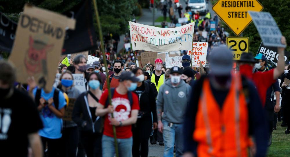 美國西雅圖騷亂中已有45人被捕21名警察受傷